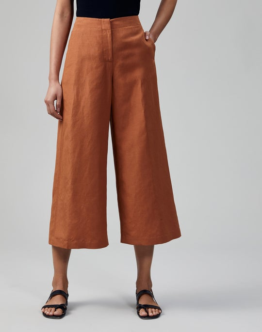 Petite Coastal Cloth Carnegie Capri Pant